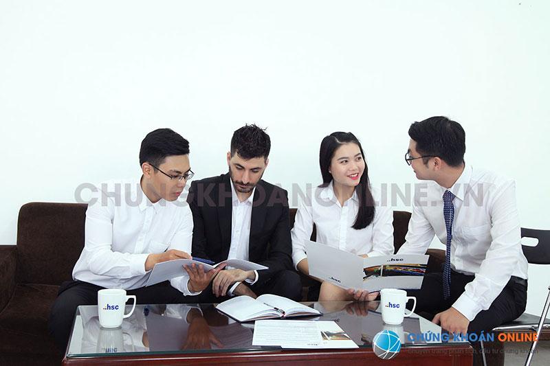 Nhà đầu tư nước ngoài sẽ được tư vấn chi tiết cụ thể các thủ tục mở tài khoản chứng khoán
